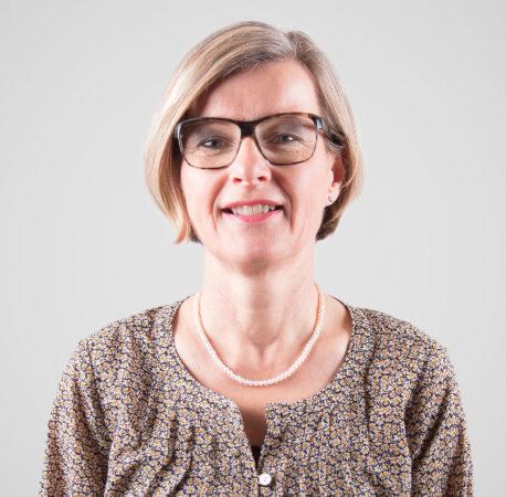 Portrait von Monika Eichelberger, Gesamtleiterin.